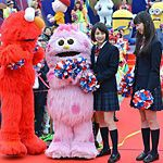 【USJ】広瀬すず・中条あやみ、USJにサプライズ登場!「チア☆ダン」コラボダンス披露